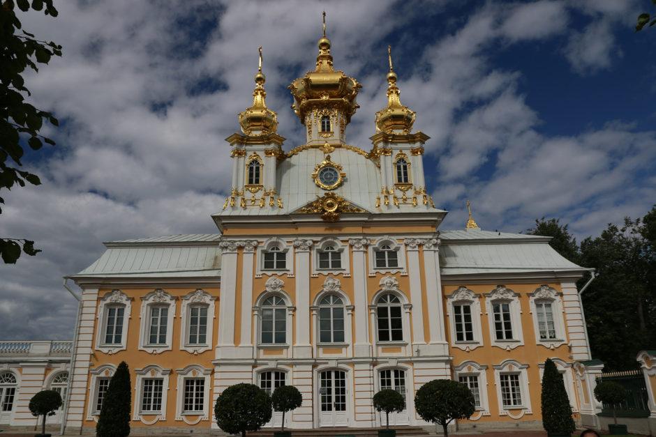 Die Schlosskirche mit ihren goldenen Kuppeln.