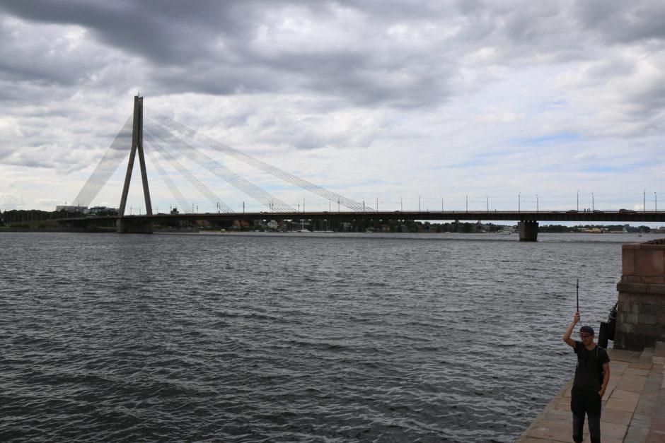 Abschließend noch ein Foto von der Daugava in Riga. Weniger Kilometer später mündet diese in die Ostsee.