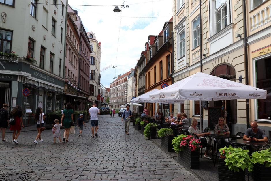 Riga empfängt einen freundlich. Große Teile der Altstadt sind Fußgängerzone