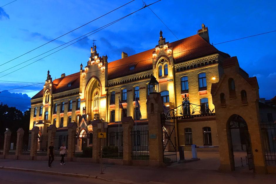 Ungefähr 1,5 Kilometer außerhalb der Altstadt findet man das tolle Areal des Ersten Krankenhauses.