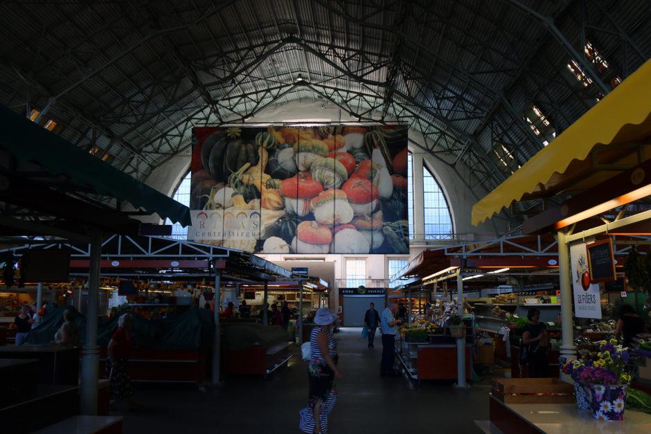 Vier Hallen dieser Größe umfasst der Zentralmarkt. Früher waren dies mal Zeppelinhallen der deutschen Armee.
