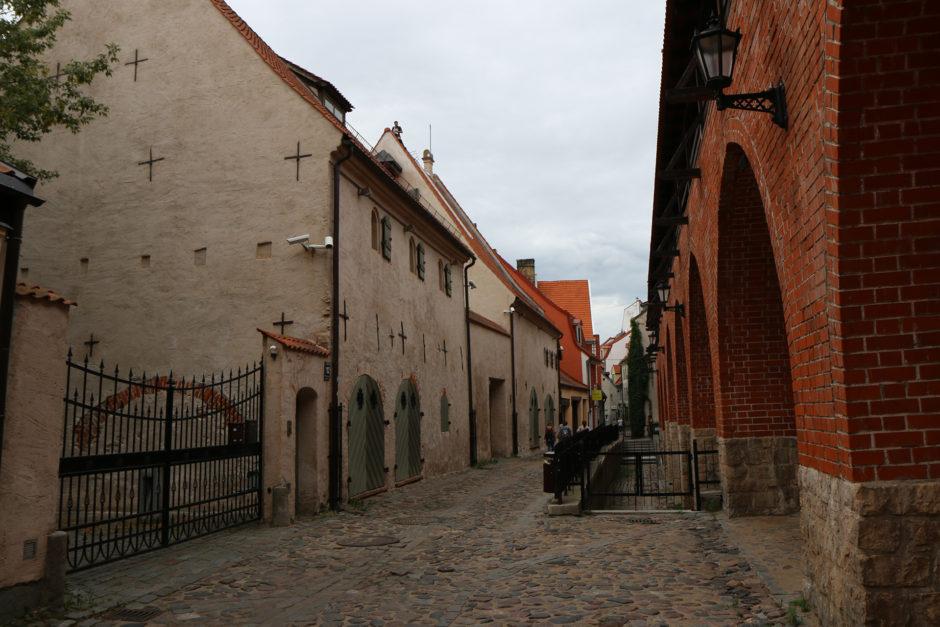 Prächtig renoviert hingegen eine Gasse an der mittelalterlichen Stadtmauer.