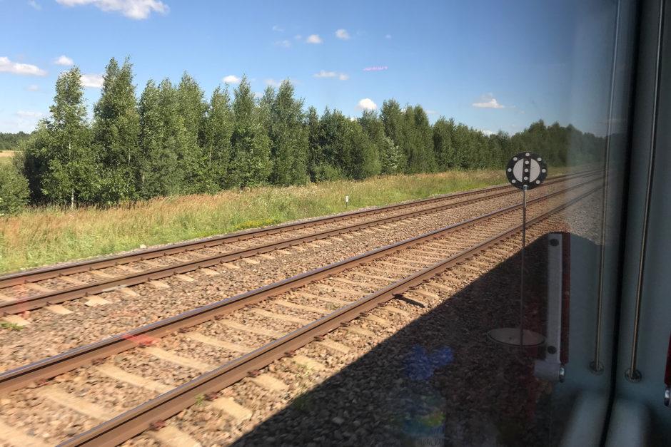 Dreigleisig fuhren wir nach Kaunas. Links die beiden Breitspurgleise.