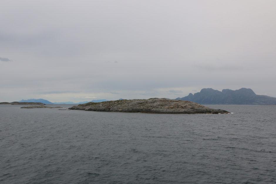 Eine der zahlreichen kleinen Schären-Inseln vor Bodø.