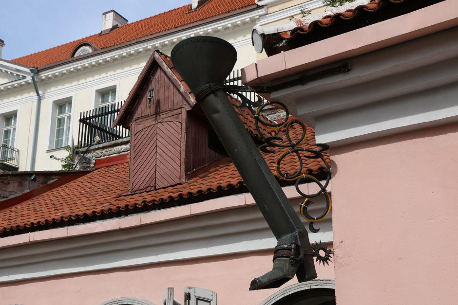 """Dieses lange Bein markiert die """"Long Leg Street"""" - eine Straße, die die Pferdefuhrwerke auf den Domberg nahmen."""