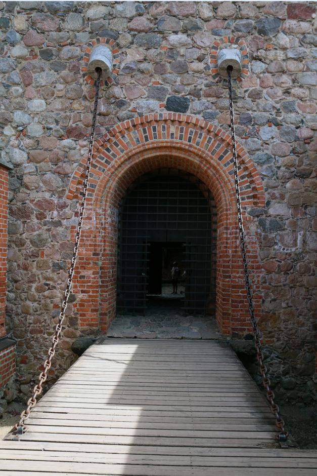 Über eine Zugbrücke ging es schließlich vollends ins Innerste des Wasserschlosses.
