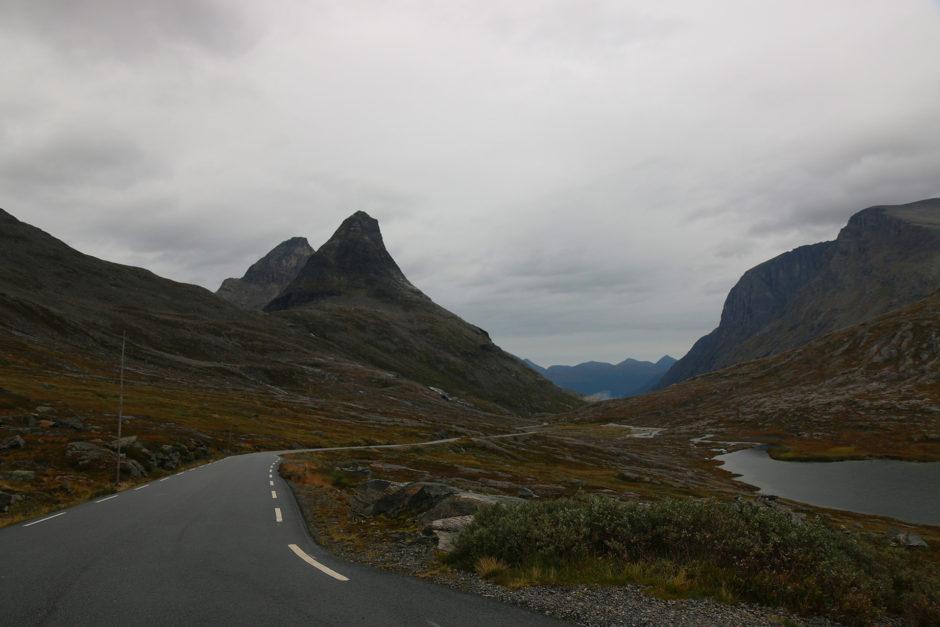 Etwa 10-15 Kilometer lang fuhr man dann über ein Hochplateau.