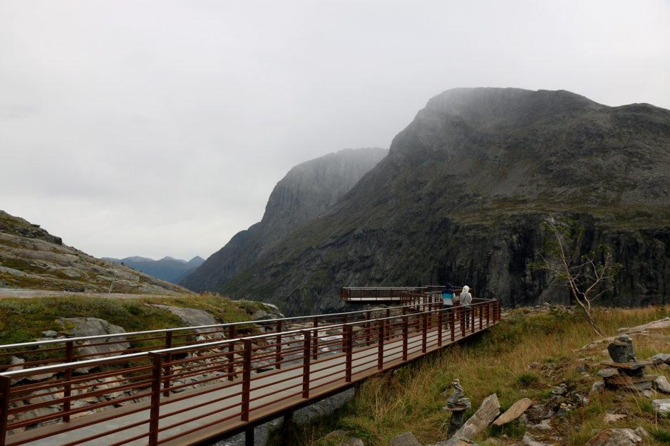 Nahezu barrierefrei - der Weg zum Wasserfall und zum ersten Ausguck.