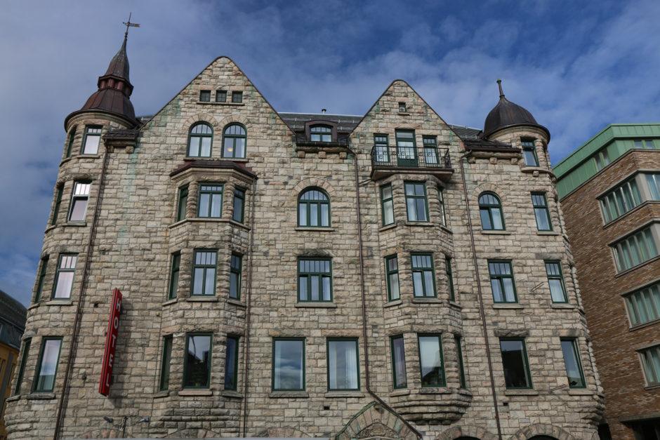 Neben Holzhäusern hatte Trondheim aber auch prächtig gemauerte Gebäude zu präsentieren.