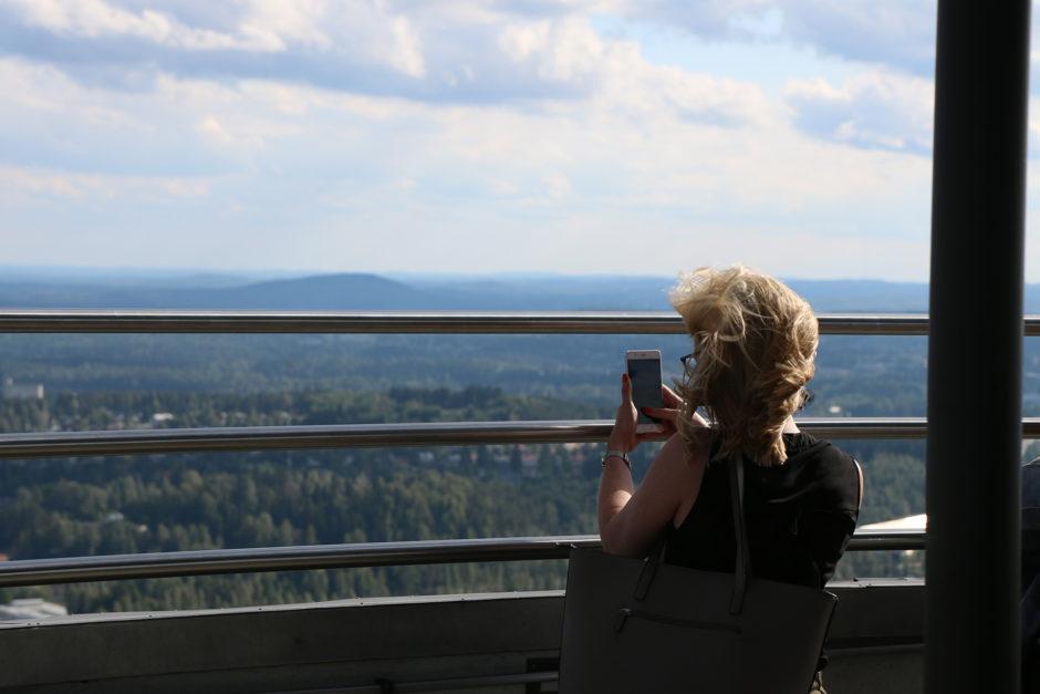 Weil sich Wind so schlecht fotografieren lässt, mussten die Haare eines Mädels für ein Fotomotiv herhalten.