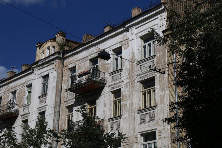 Es gibt sehr schön restaurierte Straßenzüge in Vilnius, aber zwischendrin sieht man auch (noch) häufig Gebäude mit ihrem ganz eigenen Charme.