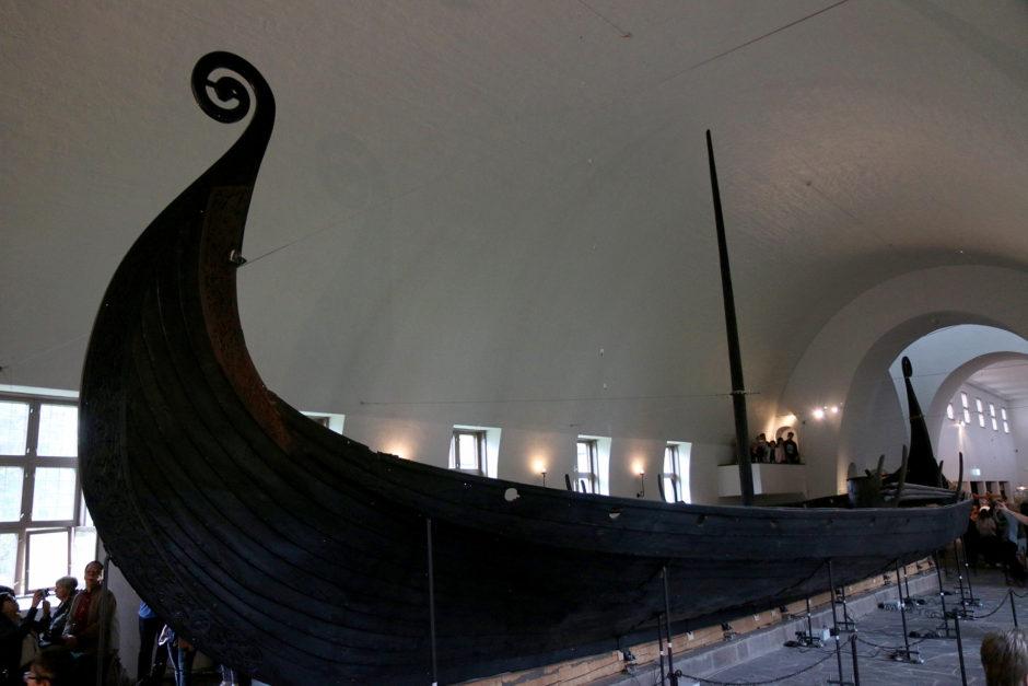 Eins der Wikinger-Schiffe im Museum.