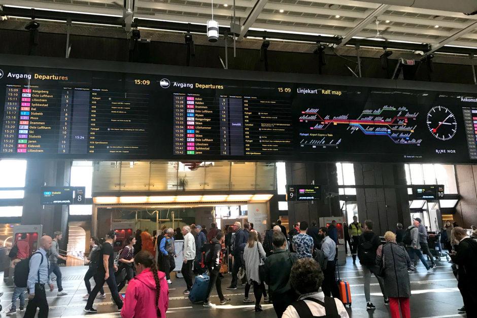 Wuselig ging es zu im Osloer Hauptbahnhof. Das war ich nach all der Wildnis gar nicht mehr gewohnt...