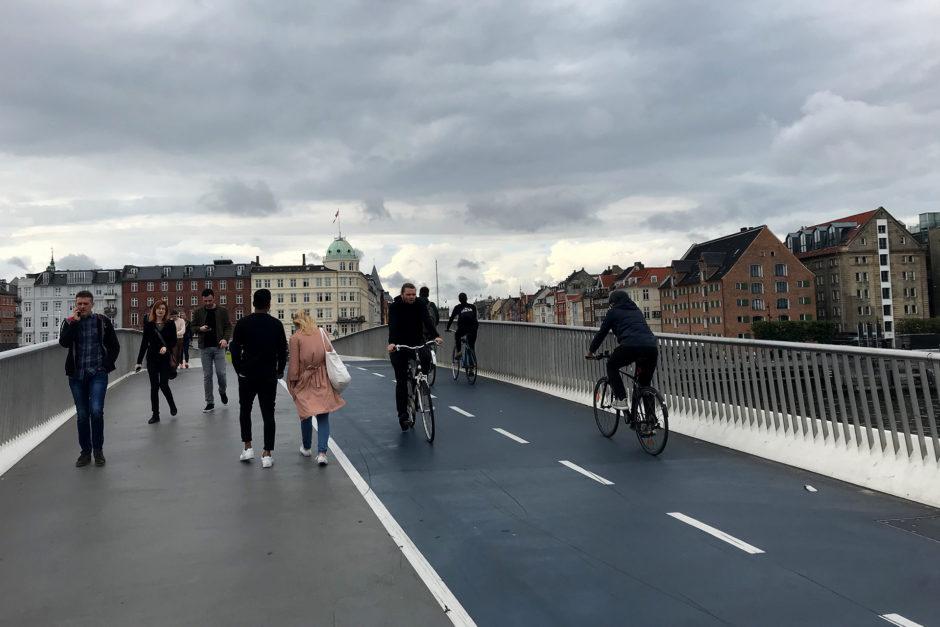 Die Innere Hafenbücke - eine Brücke nur für Fußgänger und Radfahrer.