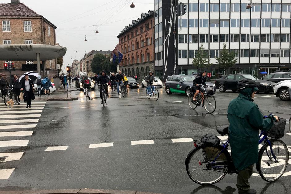 Es regnete zwar den ganzen Tag, aber das störte Kopenhagens Radfahrer herzlich wenig!