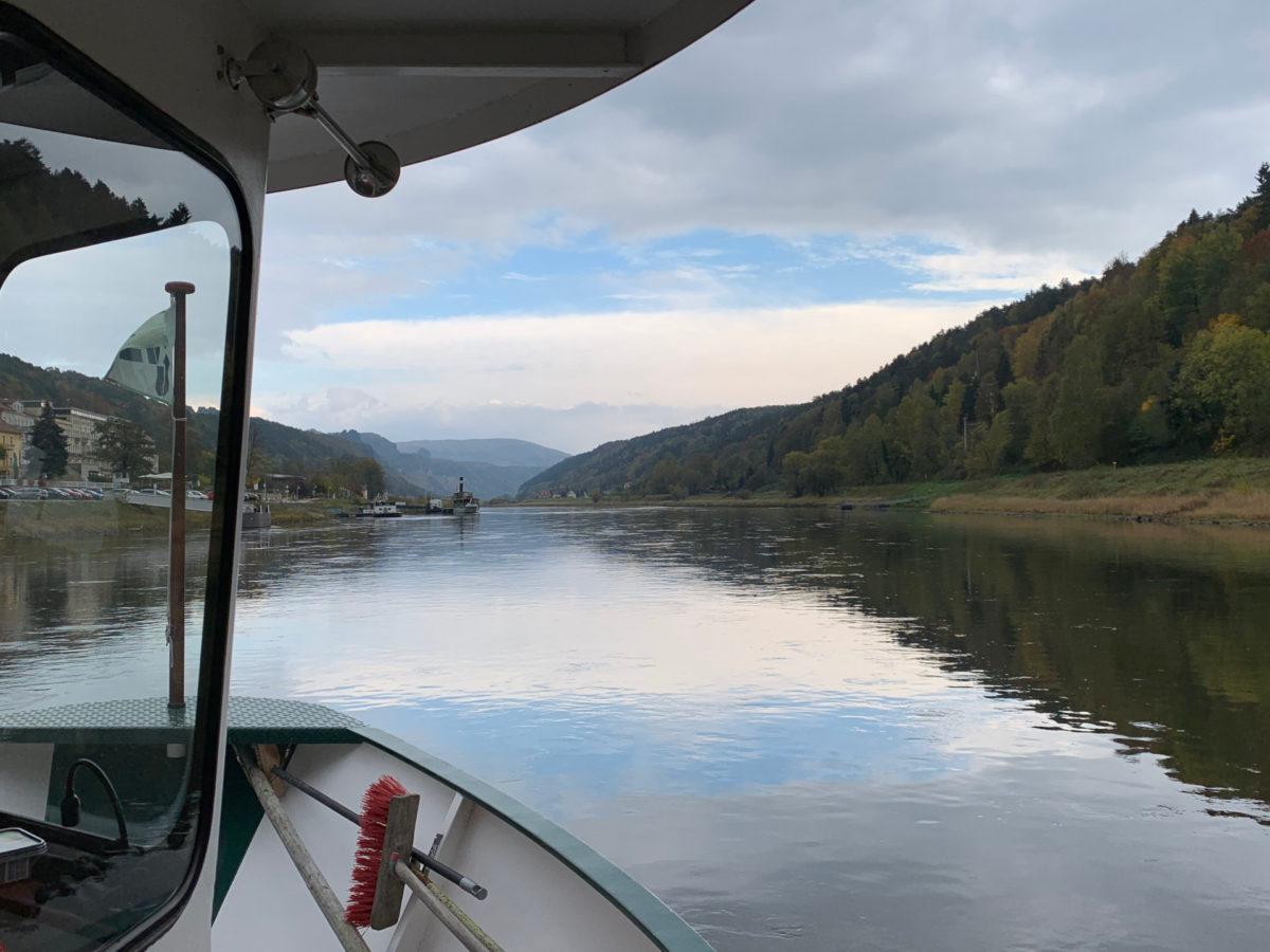 Mit der Fähre ging es das letzte Stück über die Elbe.