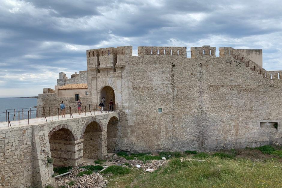 Das Castello Maniace liegt an der Südspitze von Ortygia.