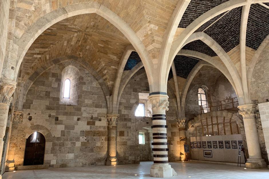 Die gotische Säulenhalle des Castello Maniace mit Kreuzrippengewölbe. Beeindruckend!