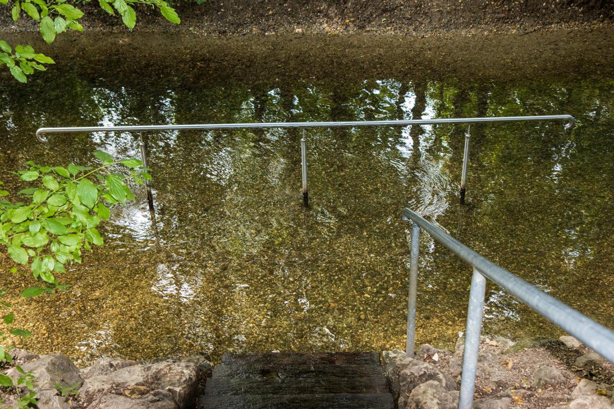 Für perfekte Abkühlung für die Füße sorgte ein Naturkneippbad bei Dillingen.