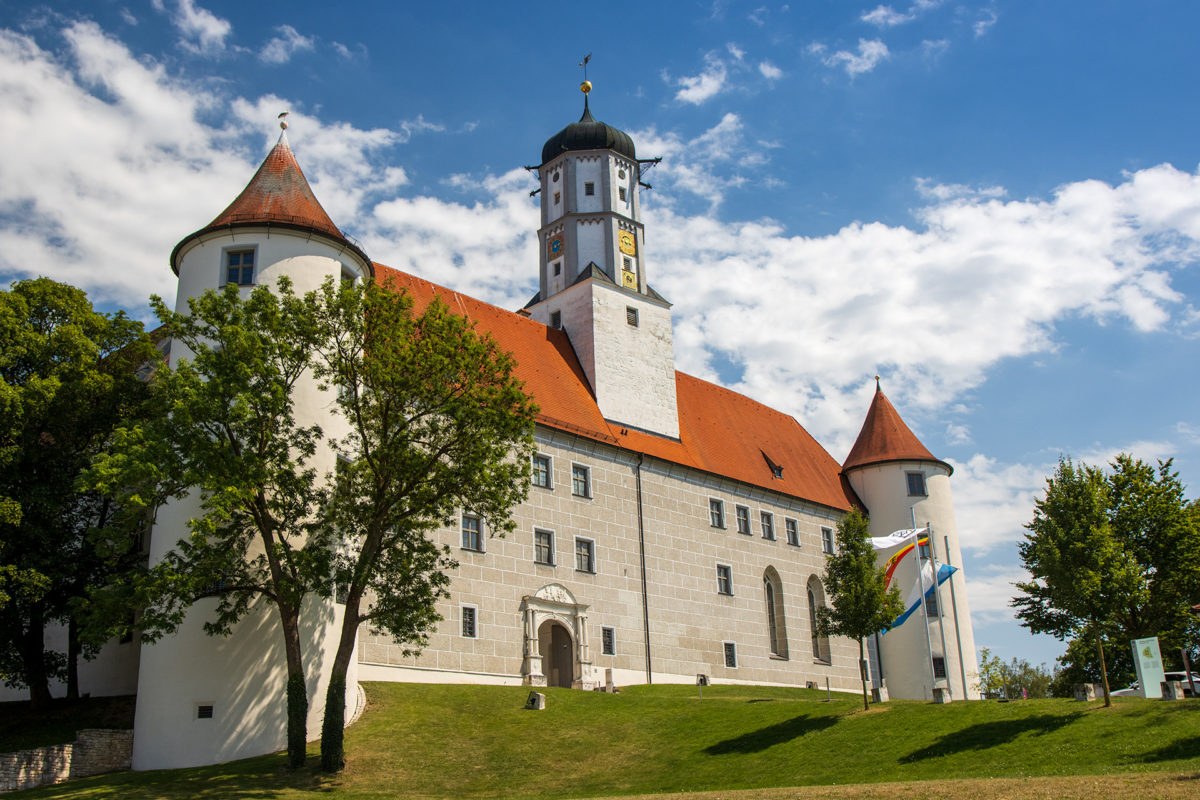 Das Schloss von Höchstädt war schon von weitem sichtbar. Auch hier waren Störche zu sehen.