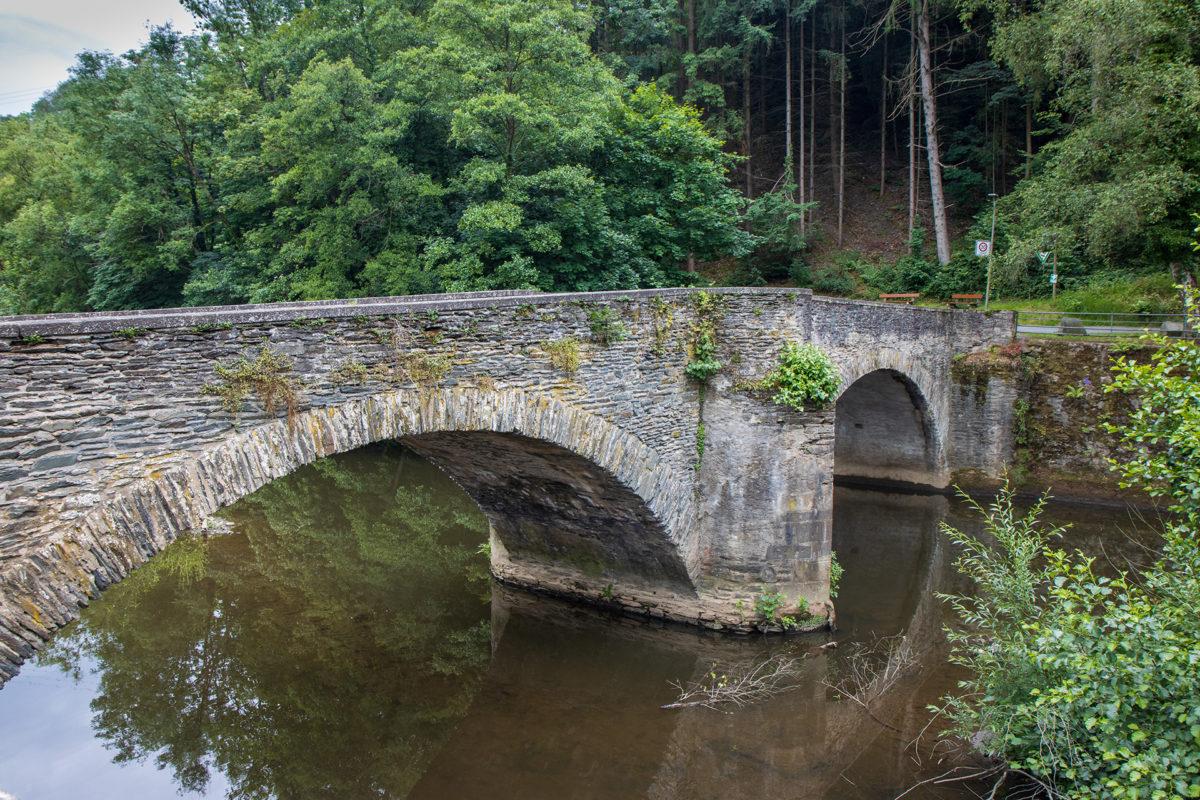 Den Rhein bekam ich heute nicht zu Gesicht, dafür das Flüsschen Wied und diese hübsche Brücke.
