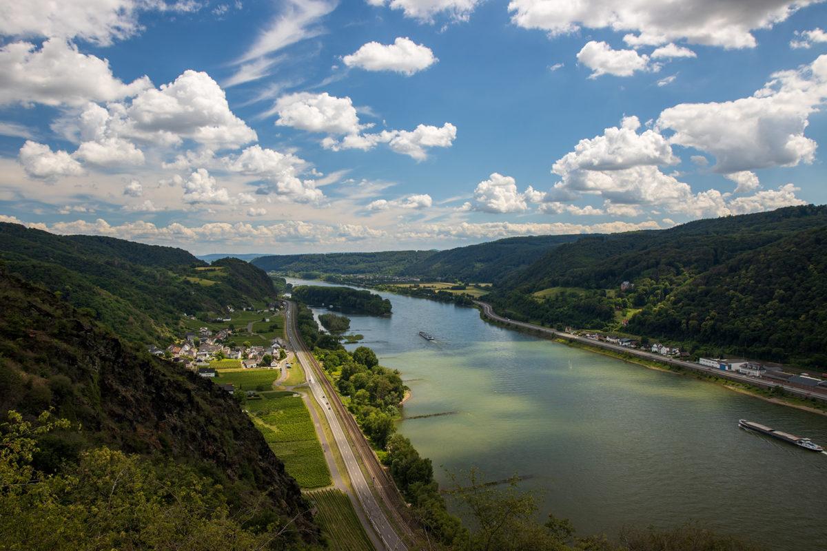 Oben angekommen belohnt ein toller Ausblick auf das Rheintal.