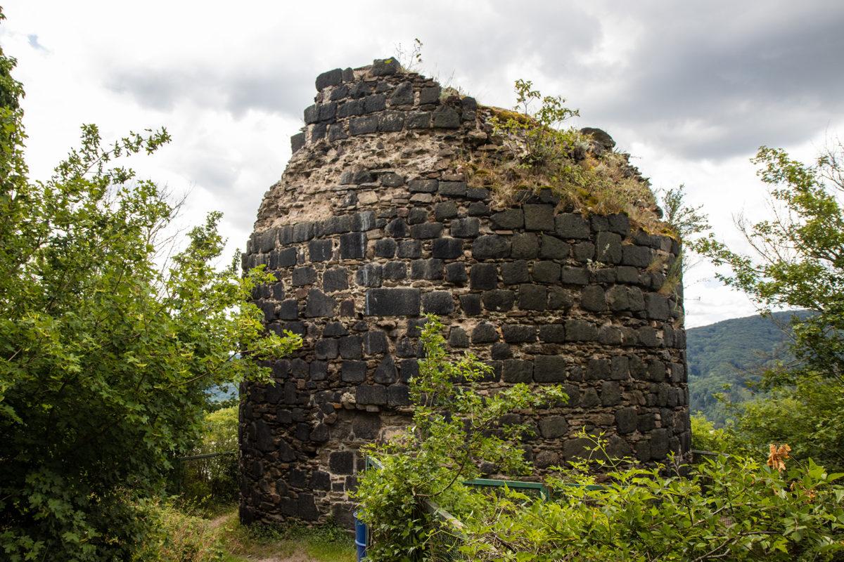 Etwas versteckt und ziemlich verwildert: die Burg Hammerstein.