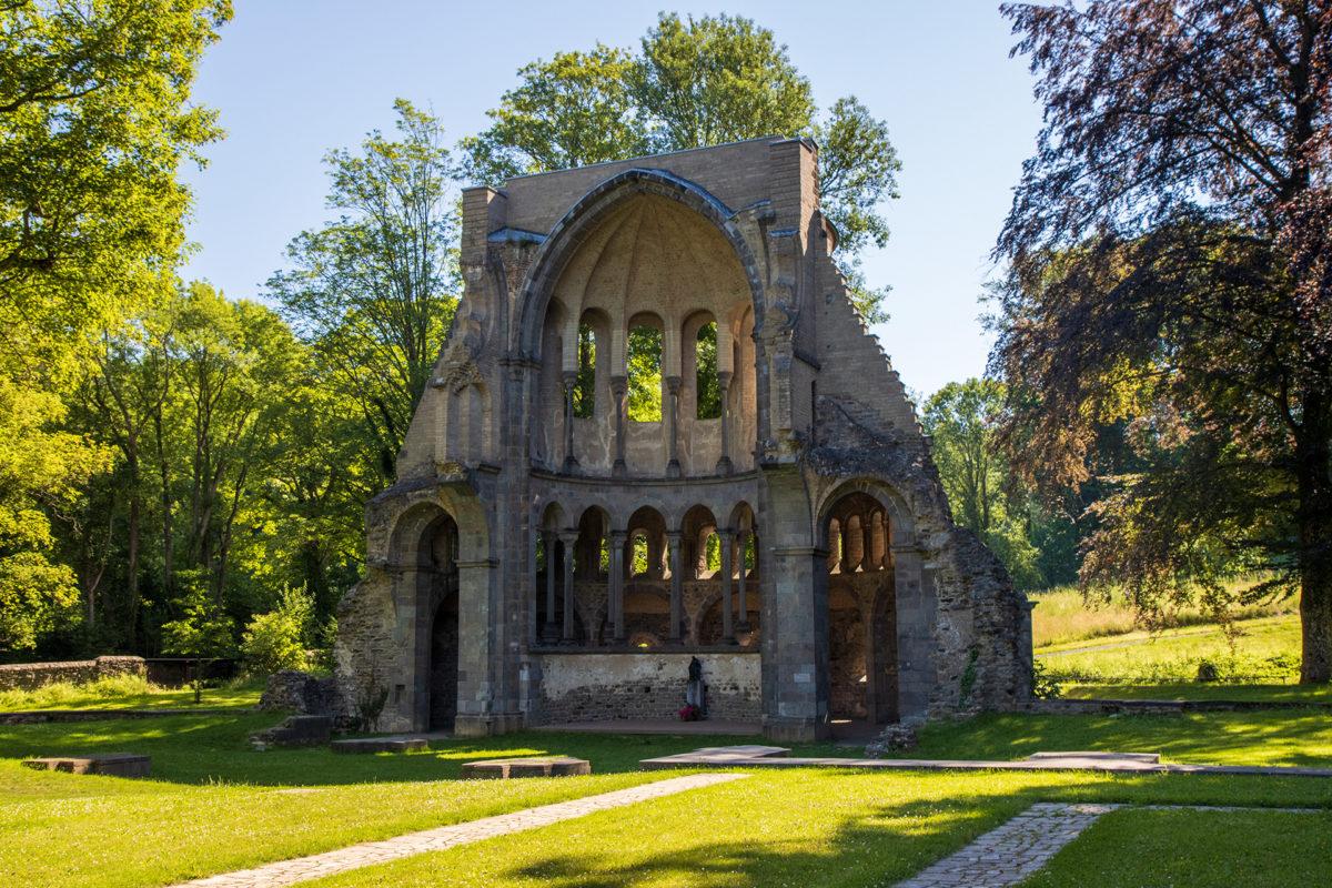Die Chorruine im Kloster Heisterbach steht noch. Eignet sich bestimmt prima für OpenAir-Gottesdienste.