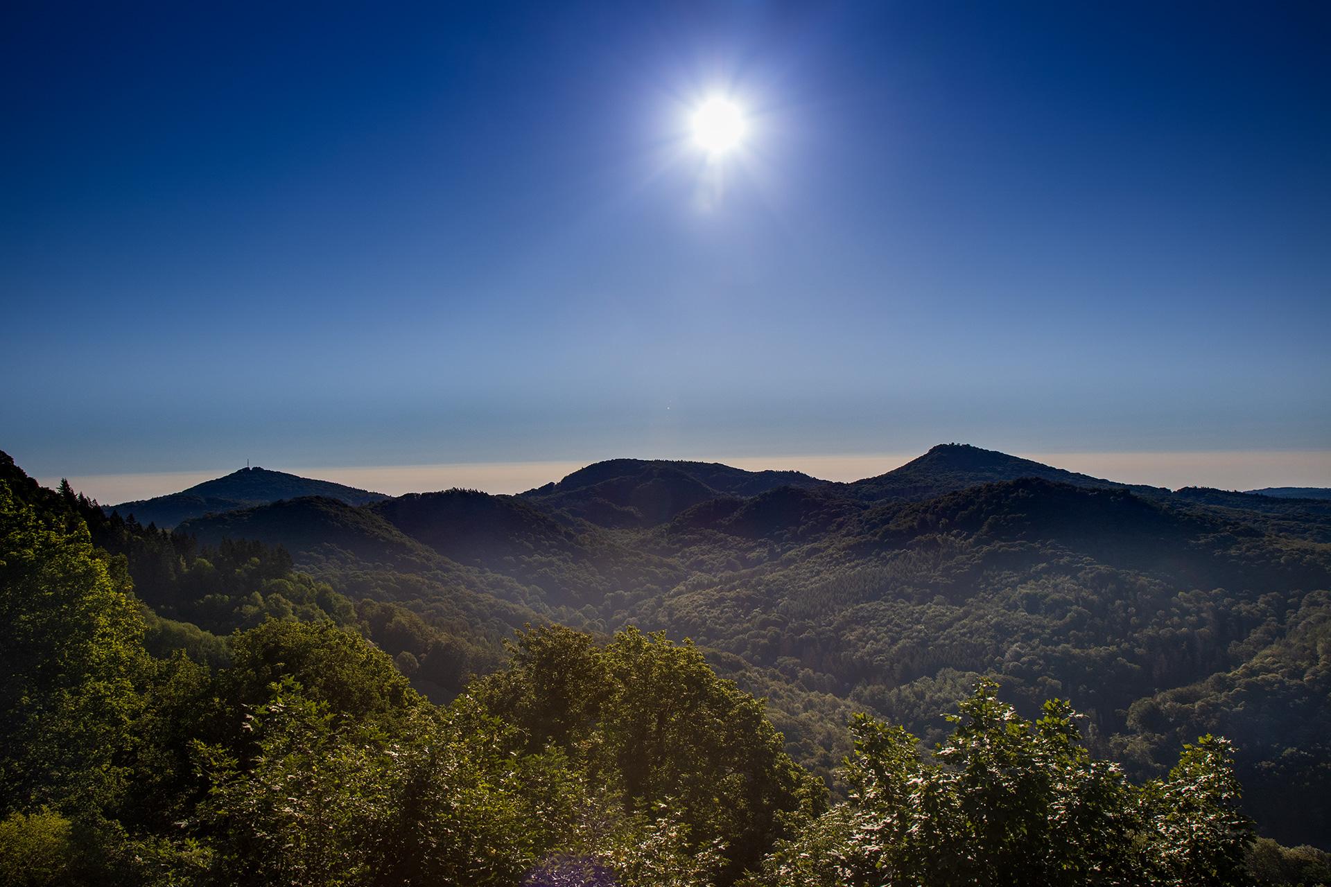 Das Siebengebirge etwa zwei Stunden nach Sonnenaufgang.