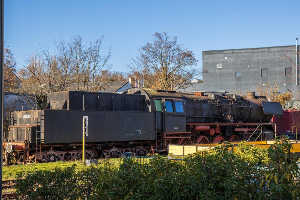 Dampflok 50 3576 im Bahnhof Dotzheim steht schon viele Jahre still.