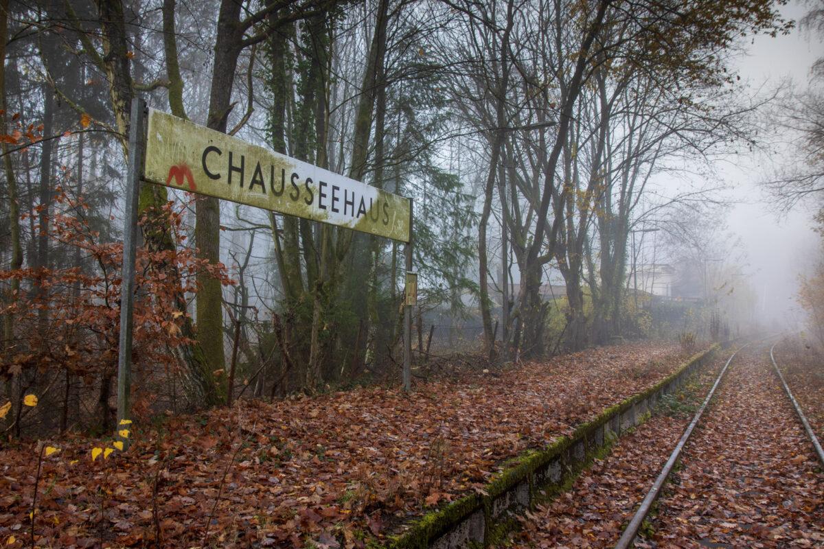Mitten im Wald, der ehemalige Bahnhof Chauseehaus.