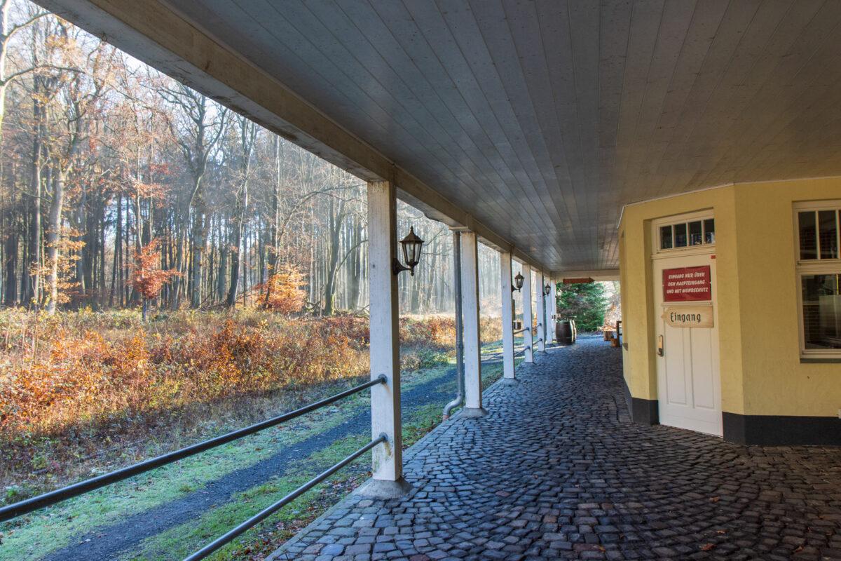 Die Station besaß Gastronomie und großzügig angelegte Wartebereiche.