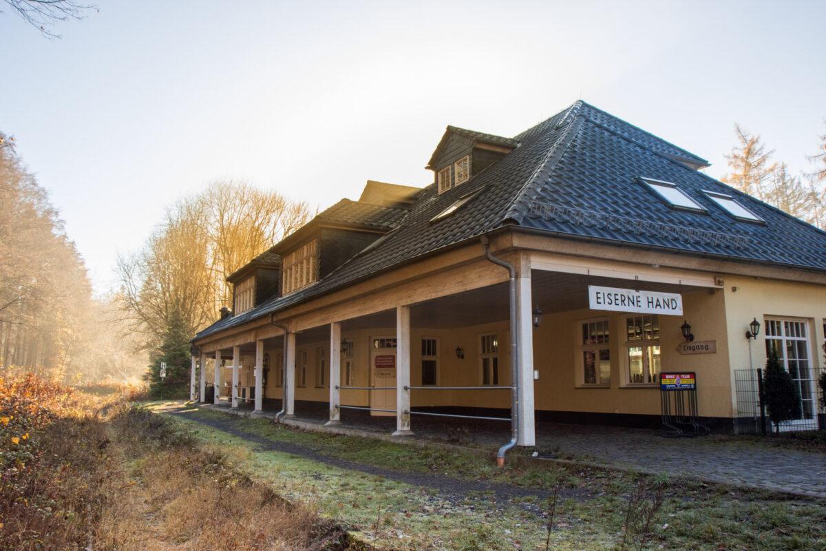 Oben auf dem Taunushauptkamm liegt die Station Eiserne Hand.
