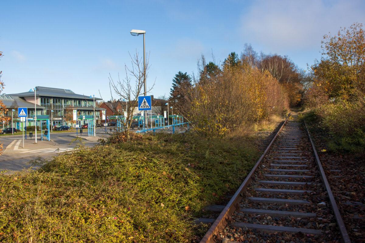Links der Busbahnhof Hahn, der leider den Bahnverkehr abgelöst hat.