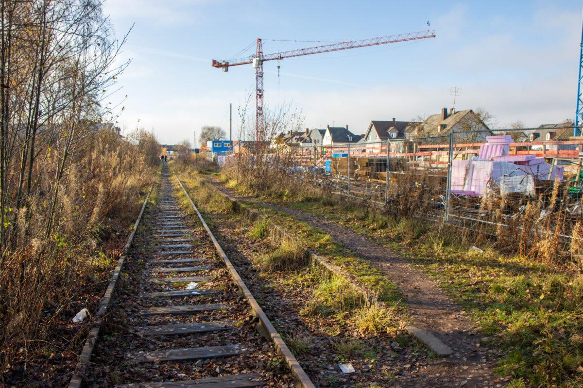 Ein paar Meter weiter folgt dann der ehemalige Bahnhof Hahn-Wehen.