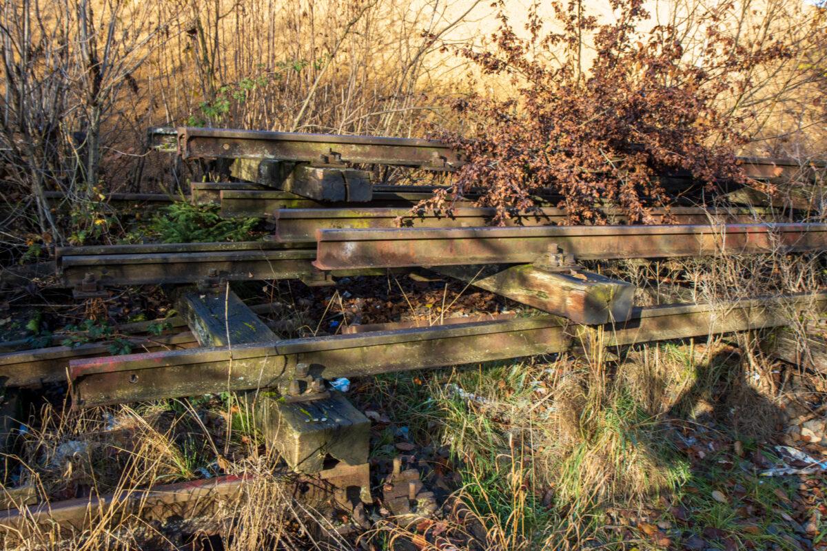 Unaufhaltsam werden Spuren der alten Strecke beseitigt.