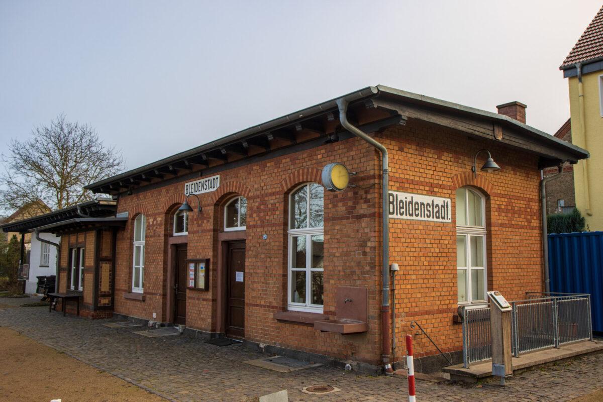 Der nächste Bahnhof entlang der Strecke ist Bleidenstadt.