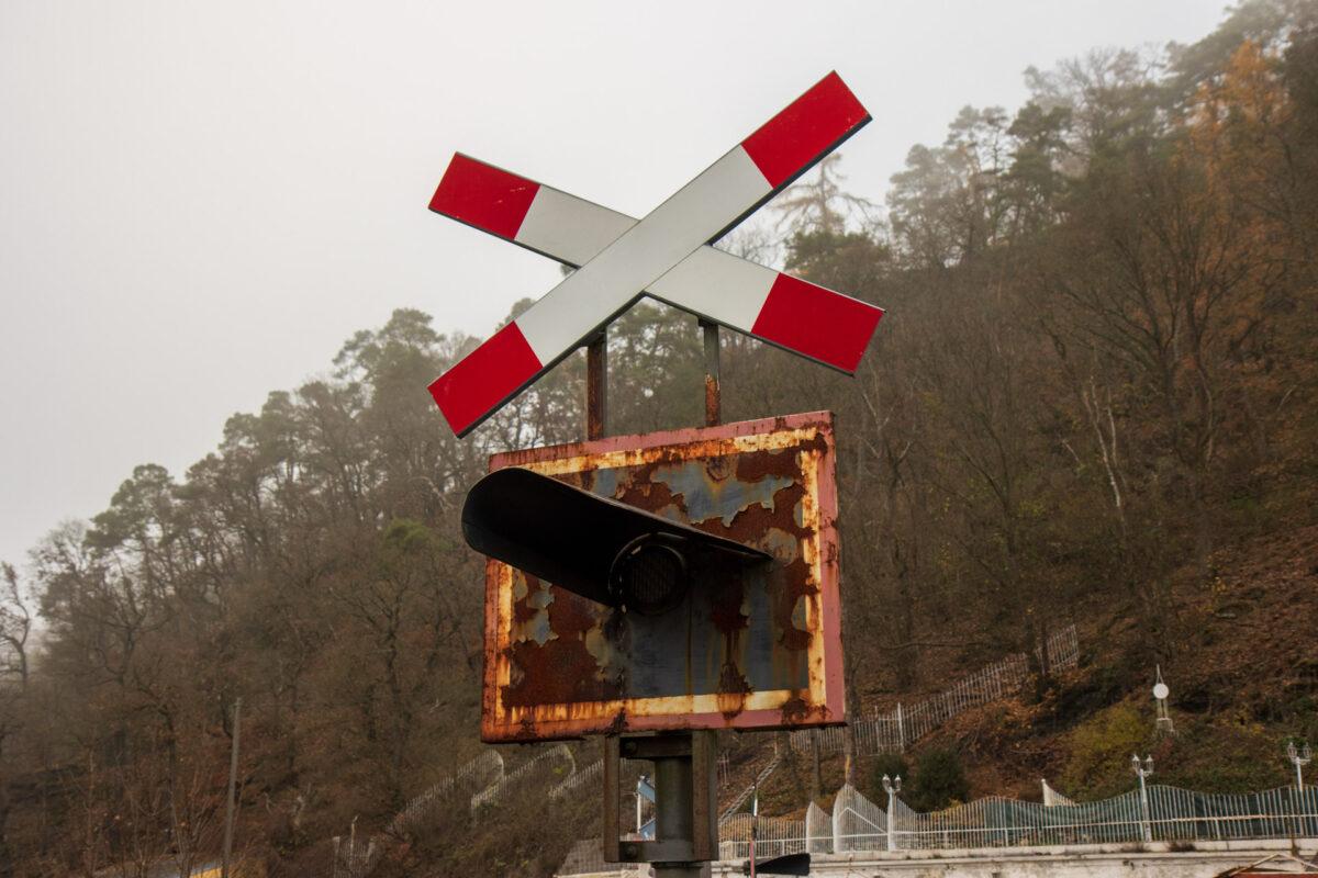 Ob dieses Blinklicht am Bahnübergang jemals wieder blinken wird?