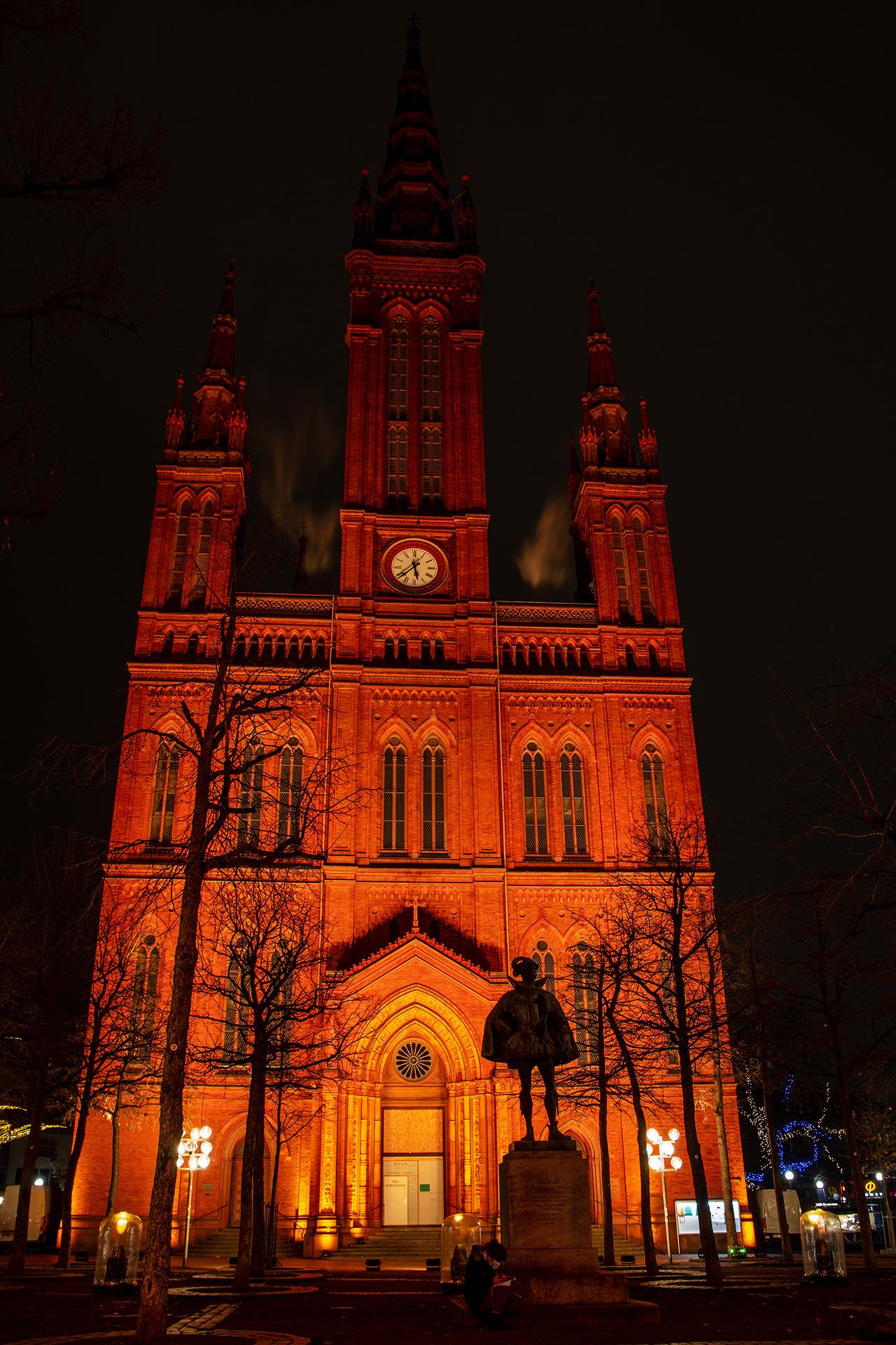 Wilhelm I. von Nassau vor der Marktkirche in orange.