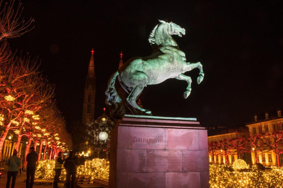 So schön war das Denkmal wohl auch noch nie angeleuchtet.