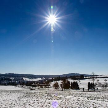 Am Rande von Neuhof waren außer mir auch ein paar Fußgänger in der Wintersonne unterwegs.