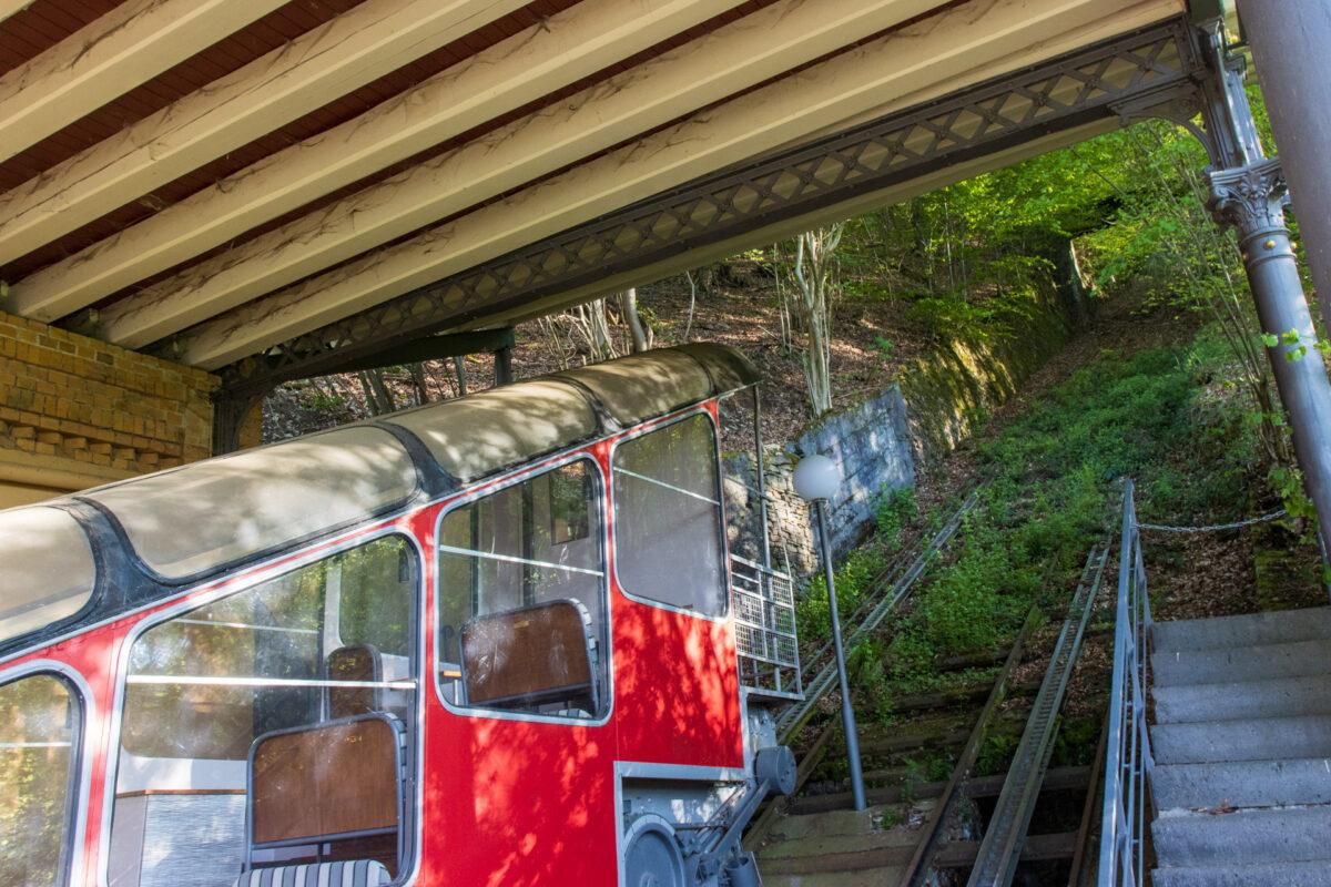 1979 wurde die Malbergbahn in Bad Ems durch die Kurwaldbahn auf der gegenüberliegenden Lahnseite abgelöst. Seither liegt sie im Dornröschenschlaf.