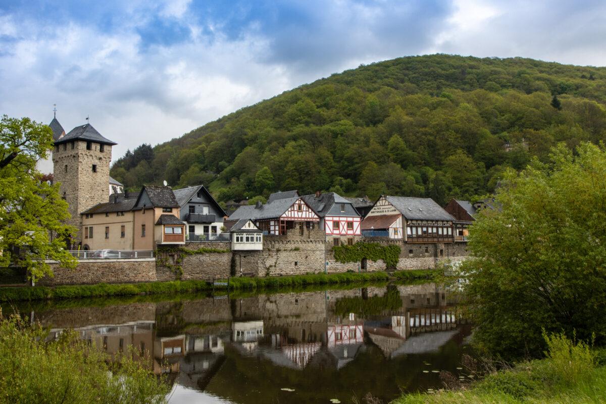 Nochmal ein Foto in Dausenau: sehr idyllisch gelegen direkt am Lahnufer.