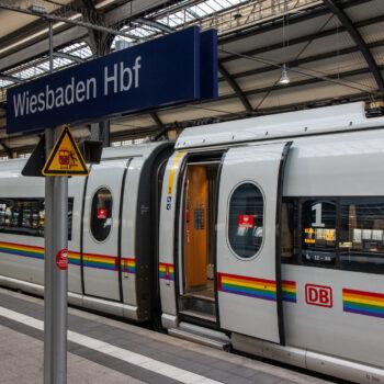 Ein Zug, gerade per se schon mal ein seltener Gast in Wiesbaden.